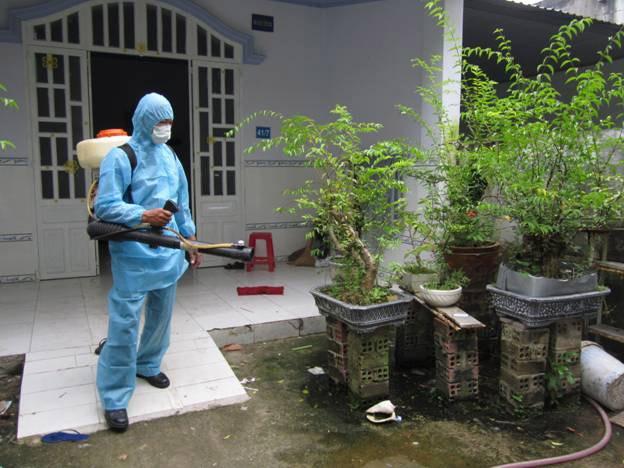 Cách phun thuốc diệt muỗi sốt xuất huyết triệt để mà an toàn: Khi phun thuốc cần thực hiện đúng quy trình trước, trong và sau phun thuốc để có được hiệu quả cao nhất trong việc diệt muỗi và an toàn với sức khỏe cộng đồng.